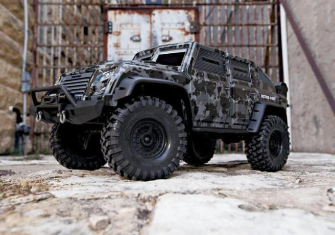 traxxas-trx-4-tactical-unit-02